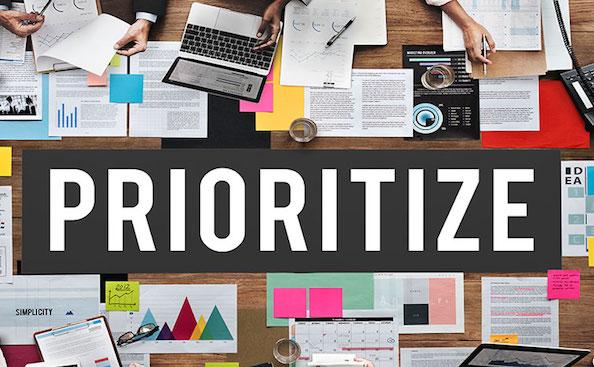 Assegnare le priorità è fondamentale per gestire la complessità dei progetti. Scrum indica come fare